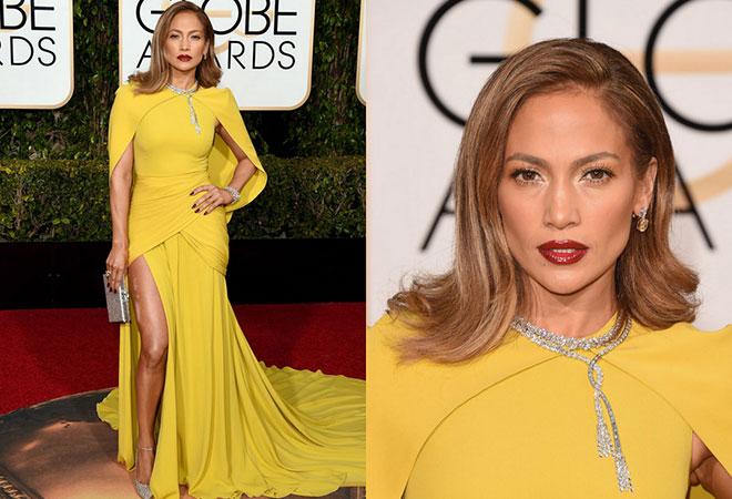 2016 Altın Küre ödül töreninde sarı ve derin yırtmaçlı kıyafeti ile Jennifer Lopez.