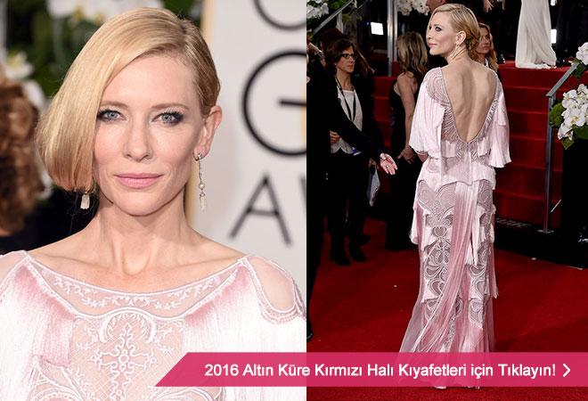 Pembe püsküllü abiye modeli ile 2016 Altın Küre ödüllerinde Cate Blanchett.