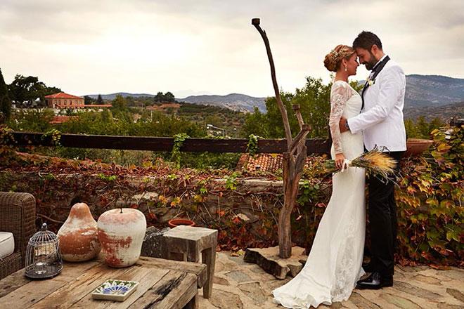2_gulben_dugun_mekani_29_09 - Gülben Ergen'in düğününü yaptığı dağ evinde eşi ile düğün fotoğrafı