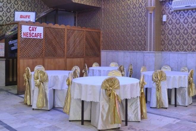 bne1m03z1qf8uirj - kır düğünü hayal edip, düğün salonunda evlenenlerin anlayabileceği 10 şey!