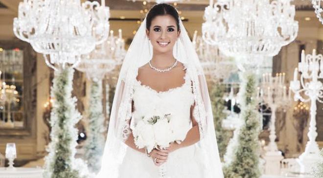 buse_terim_2 - mini beyaz bir elbise