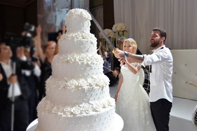 cqbecxe3dtlc3iwp - otel düğünü yapmaya nasıl karar verdiler: müge ve emircan!