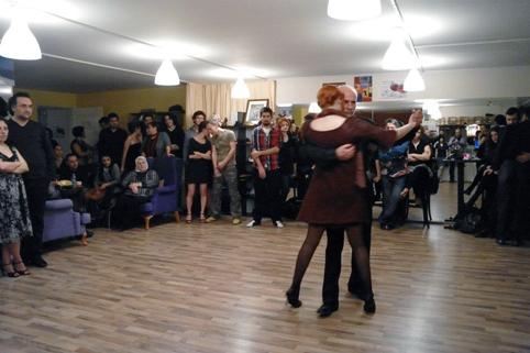 2(2) - mutluluğun dans hali
