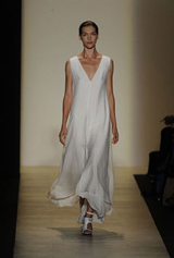 bcbg max_azria - new york fashion week'ten çarpıcı gelinlikler