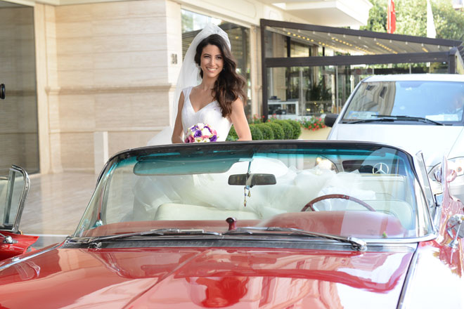 2 - Gelinin düğün arabası ile fotoğrafı