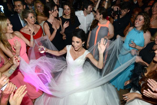 3 - Gelin ve nedimeleri ile düğün dansları