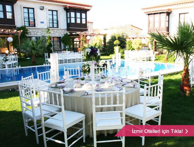 Kapalı alanda yemekli bir düğün