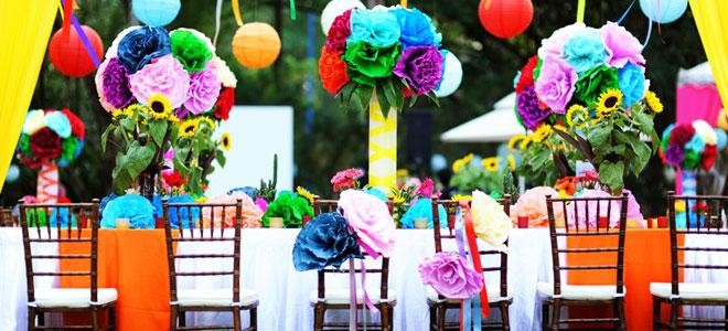 Düğün masa süslemeleri için rengarenk örnekler