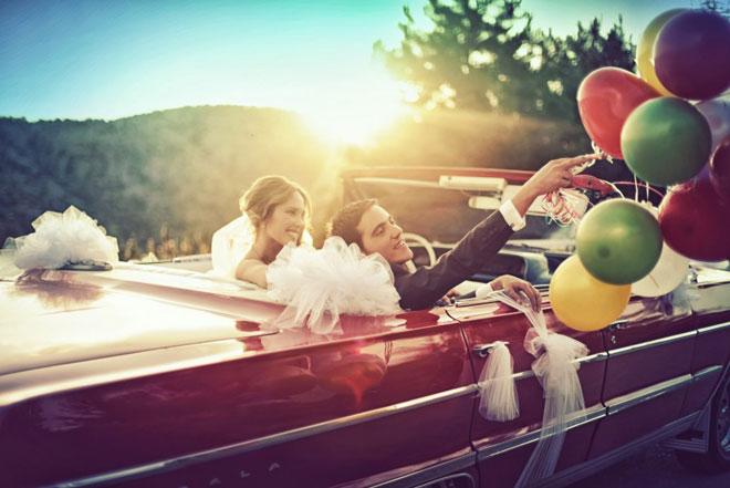 wedday_coskun_turgut_ankara - Kırmızı gelin arabası ve balonlarla gelin damat pozları