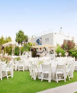 Karşıyaka'da Yemyeşil Bahçeli Bir Otel: Vilayetler Evi
