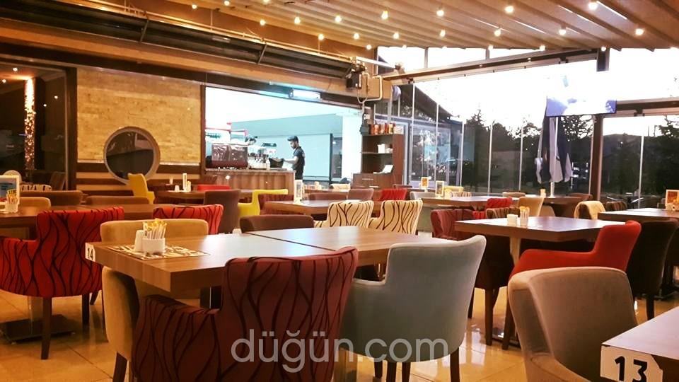Akademi Cafe & Bistro