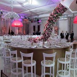 Düğün.com çiftlerine özel gelin buketi ve gelin arabası hediye!