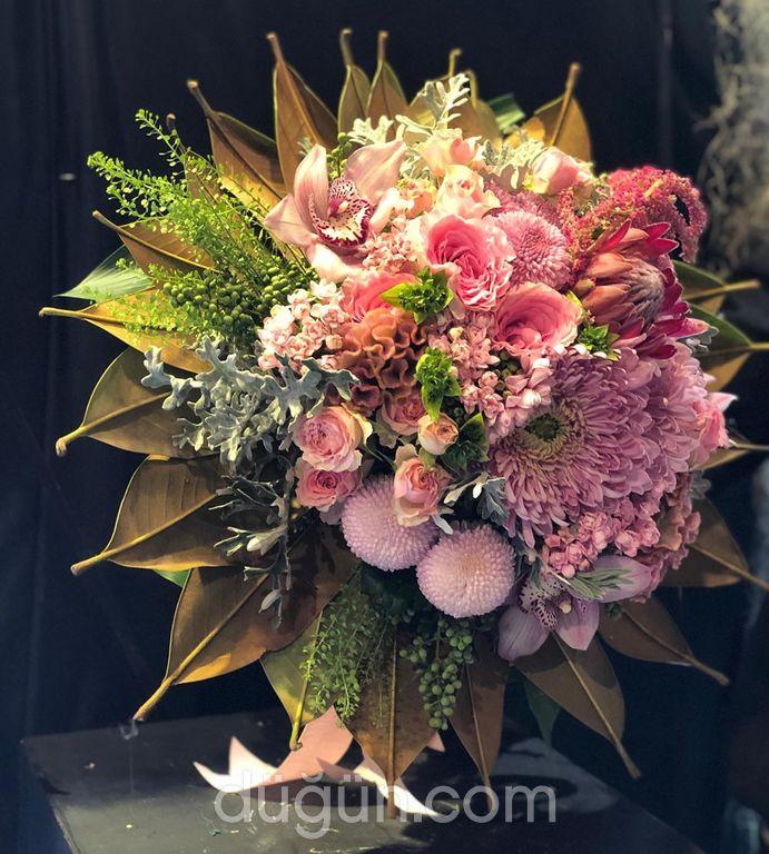 Ladies & Flowers
