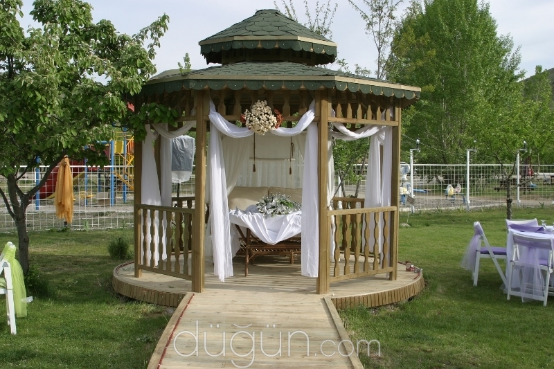 Vişne Kır Düğünü