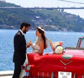 Düğün Arabasını 8 Saat Kiralayan Herkese, Otomobilin Süslemesi Hediye!