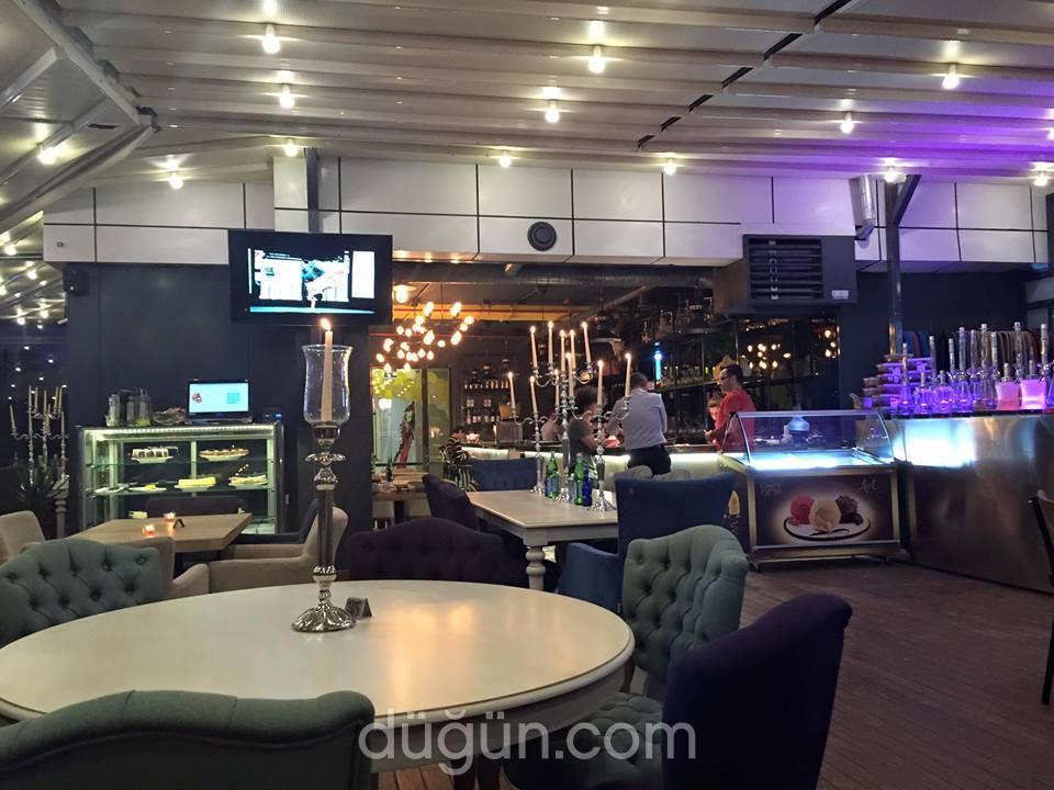 Maccoy Cafe & Restaurant