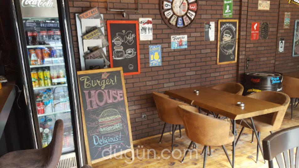 Halikarnas Cafe Pub