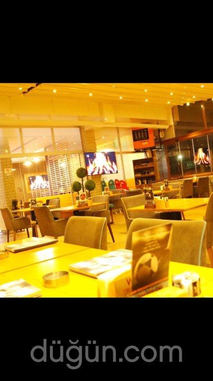 Mavi Masa Bistro Cafe
