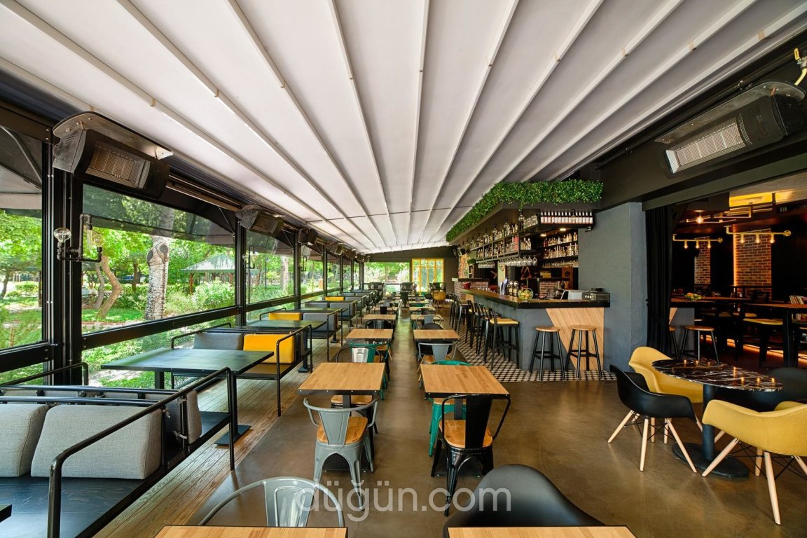 Akava Lounge Bar