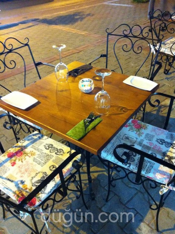 Vintage Brasserie & Winehouse
