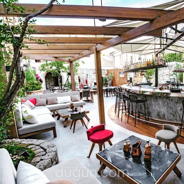 Momo Italian Restaurant & Lounge