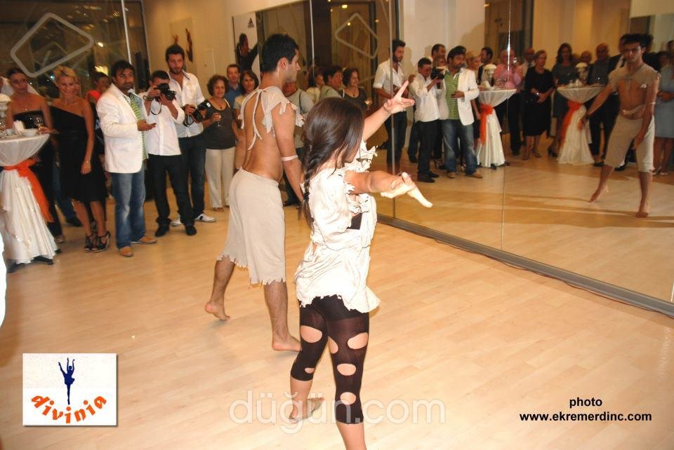 Divinia Bale Dans