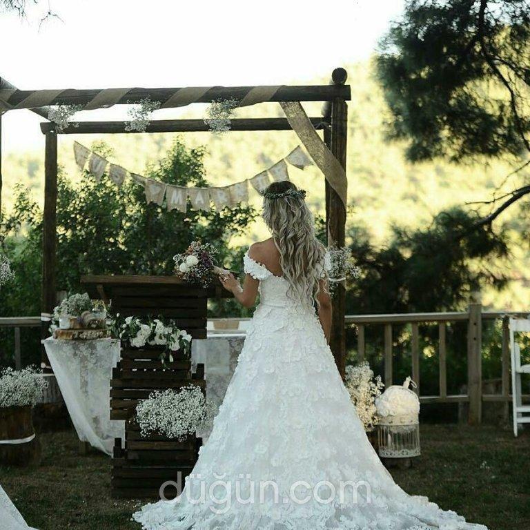 Dora Wedding