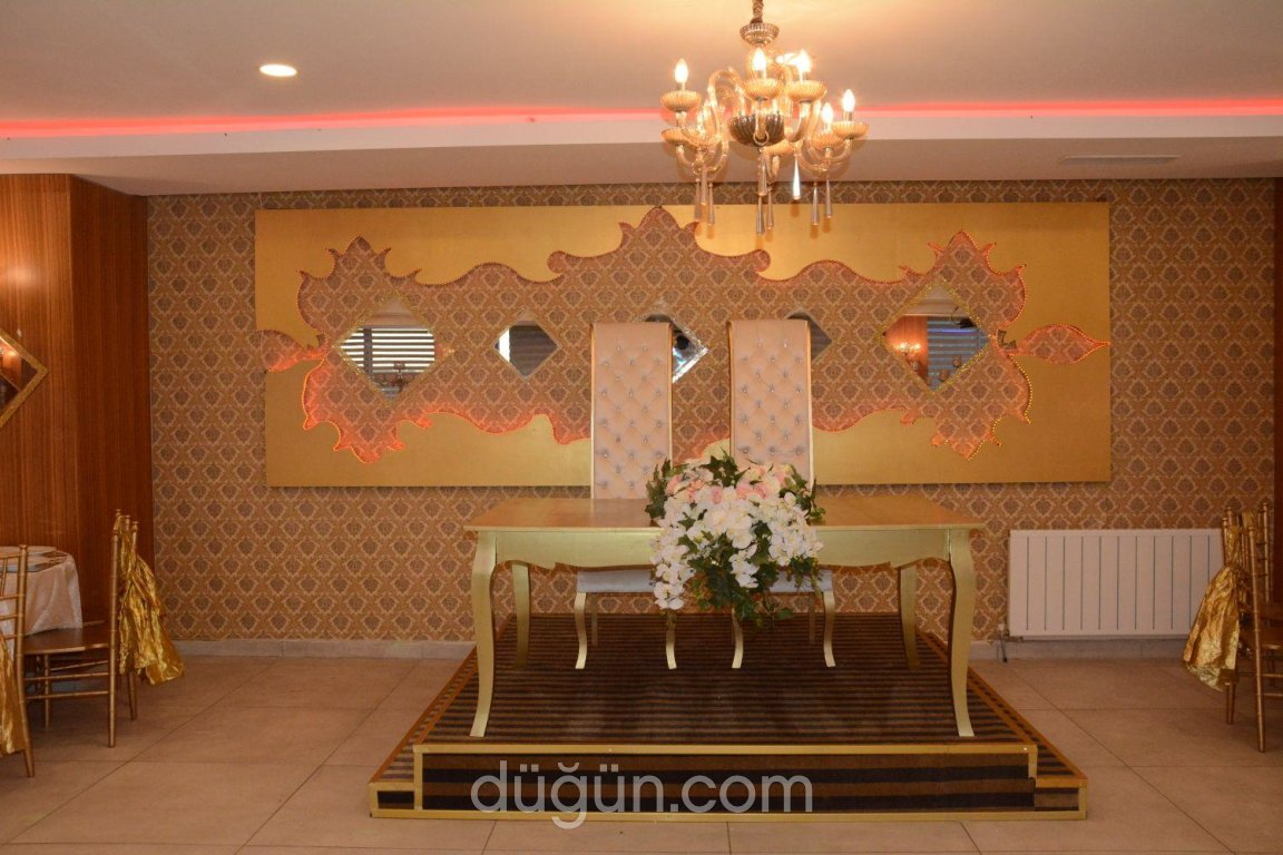 Sarissa Ottoman Wedding