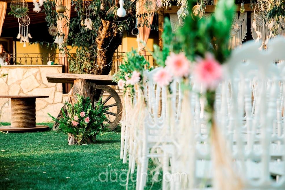 Tria Garden
