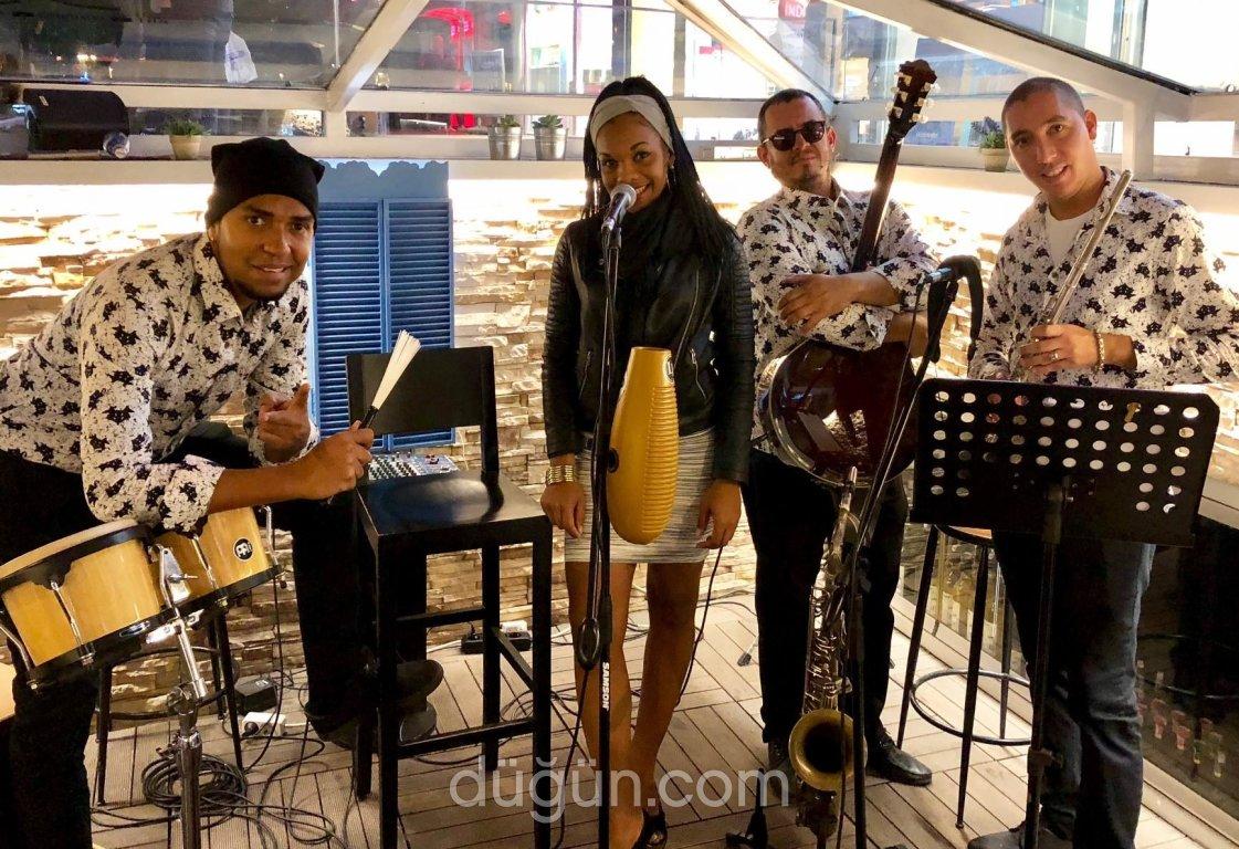 A Lo Loco Band