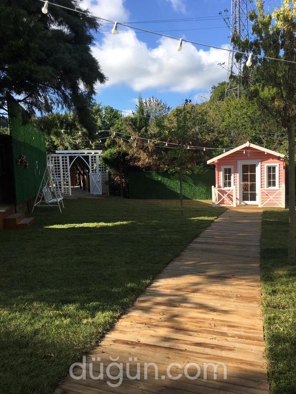 Layla Kır Bahçesi