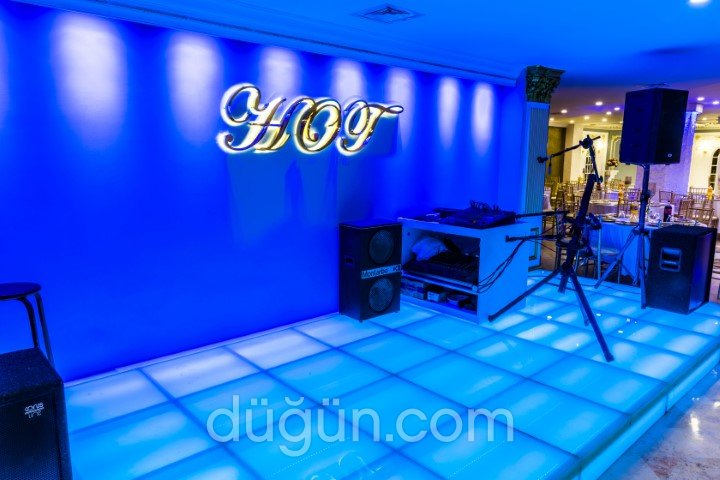 Hot Salon Davet