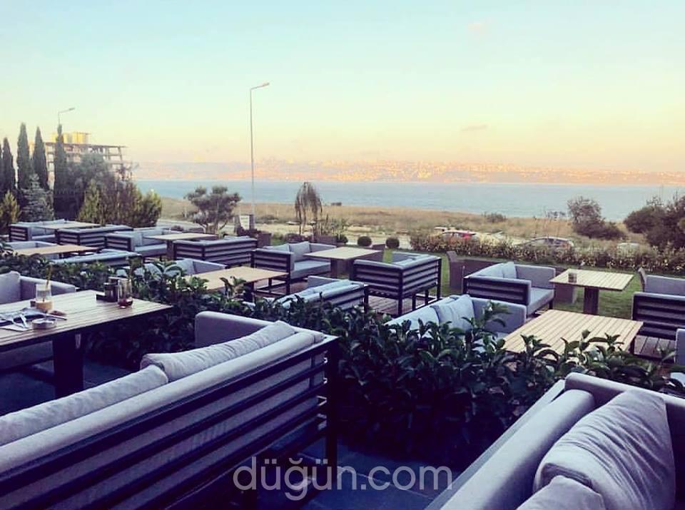 Athyra Lounge