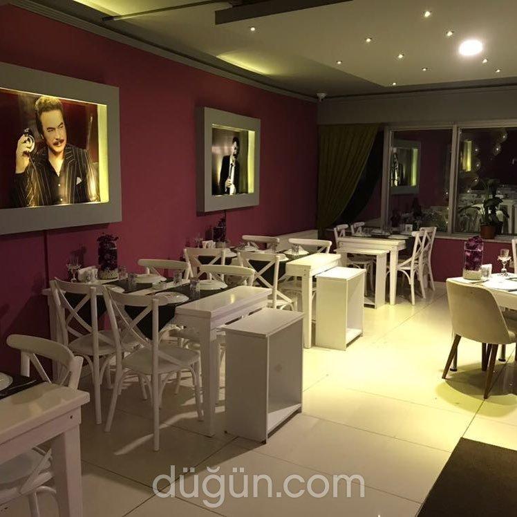 Arabesque Lounge & Pub