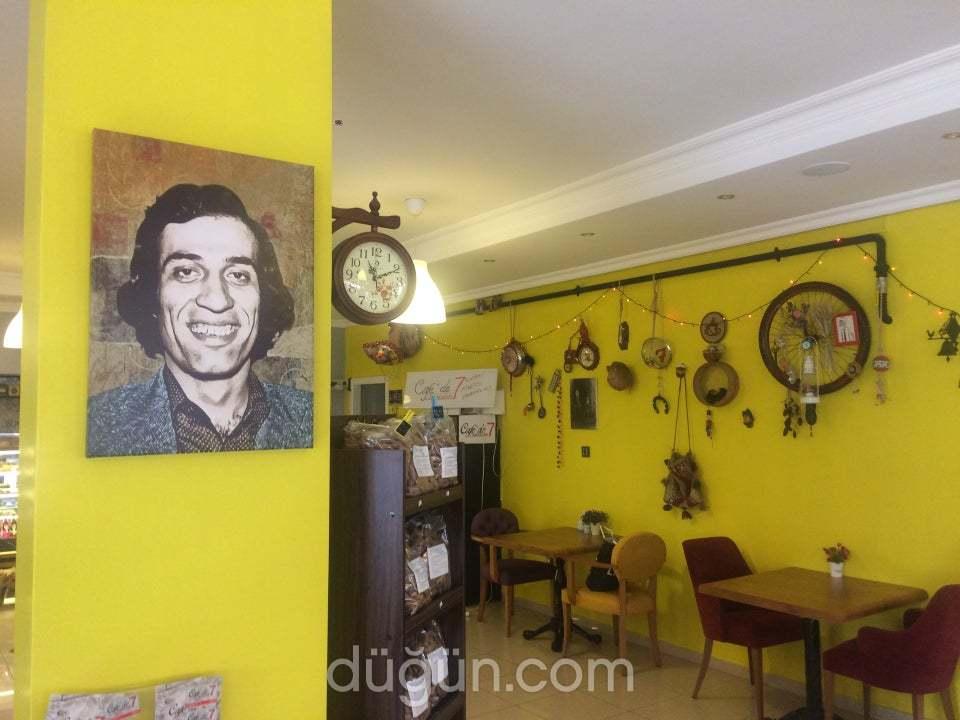 Cafe'de 7 Lounge & Bistro
