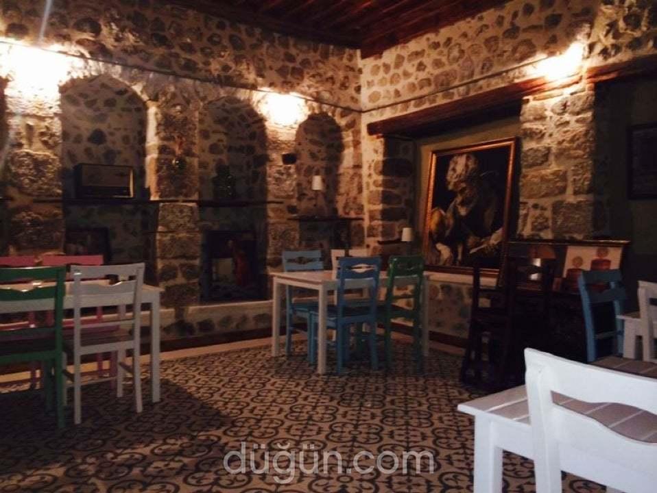 La Mistik Cafe & Restaurant