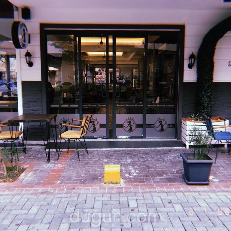 Lülü Bistro Cafe
