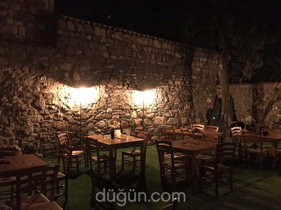Meraklı Cadı Cafe & Restorant