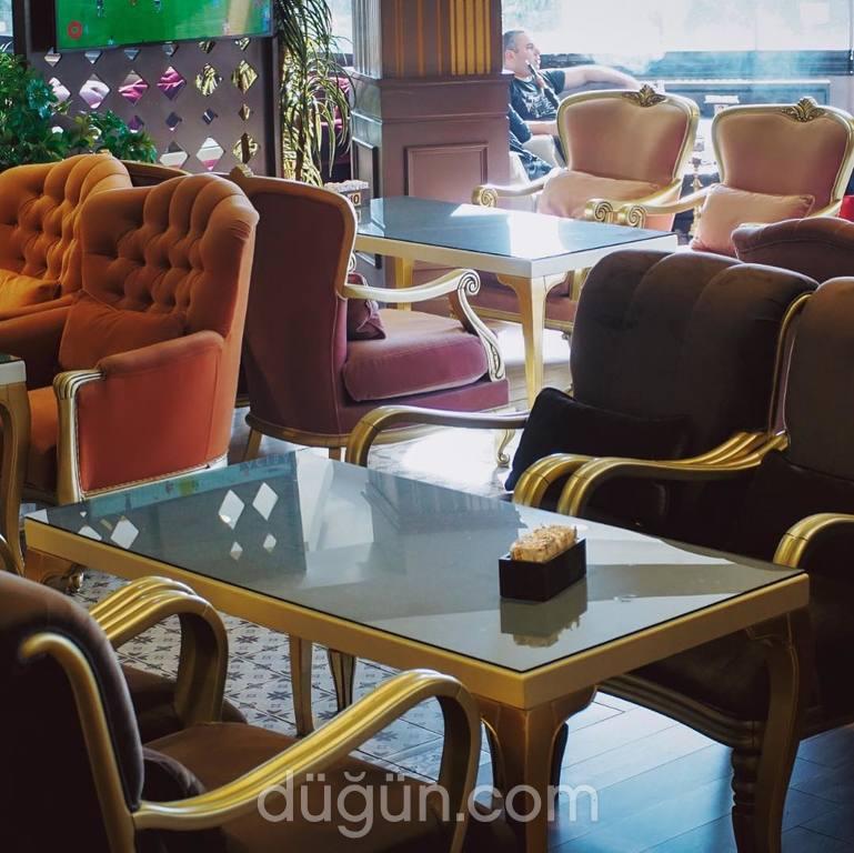 1Patroon Cafe & Restaurant