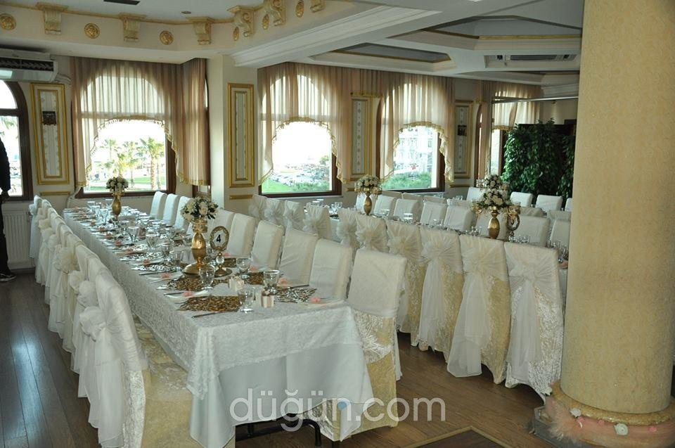 Le Chateauer Restaurant