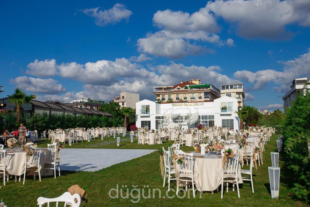 Grand Gala De Luxe