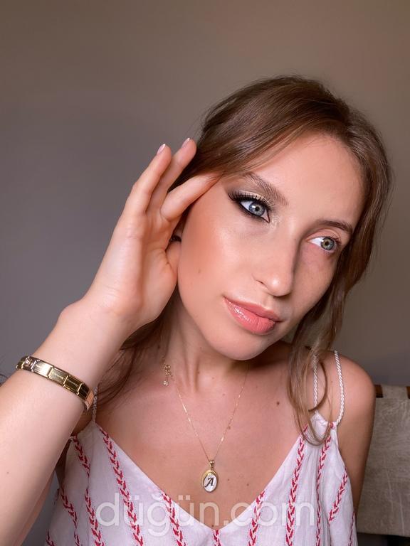 Elina Make Up & Hair Stylist