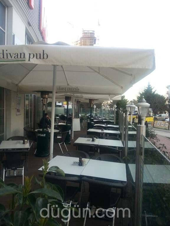 Divan Pub
