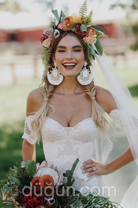 a60fac99e8186 Kır Düğünleri İçin Saç Modelleri - Düğün.com